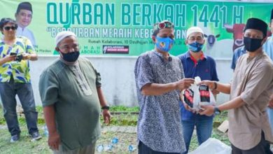 Photo of Sekber Relawan Bobby Nasution Potong Hewan Kurban